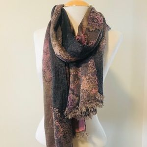 Pretty pink and grey 🧣 scarf